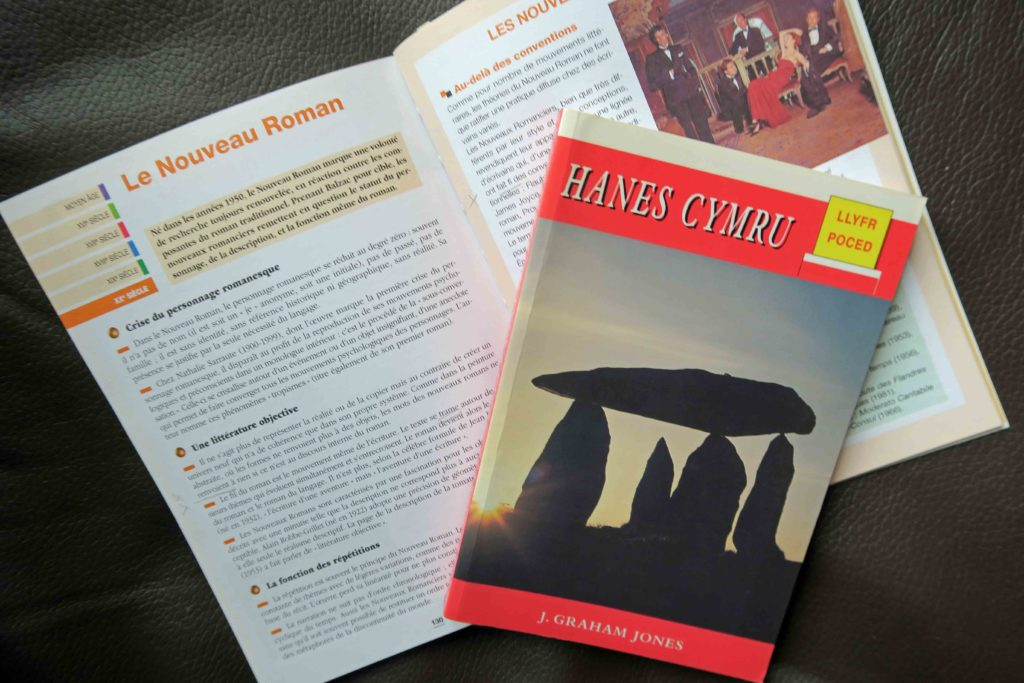 Book about French literature in French Book. Book about Welsh history in Welsh.