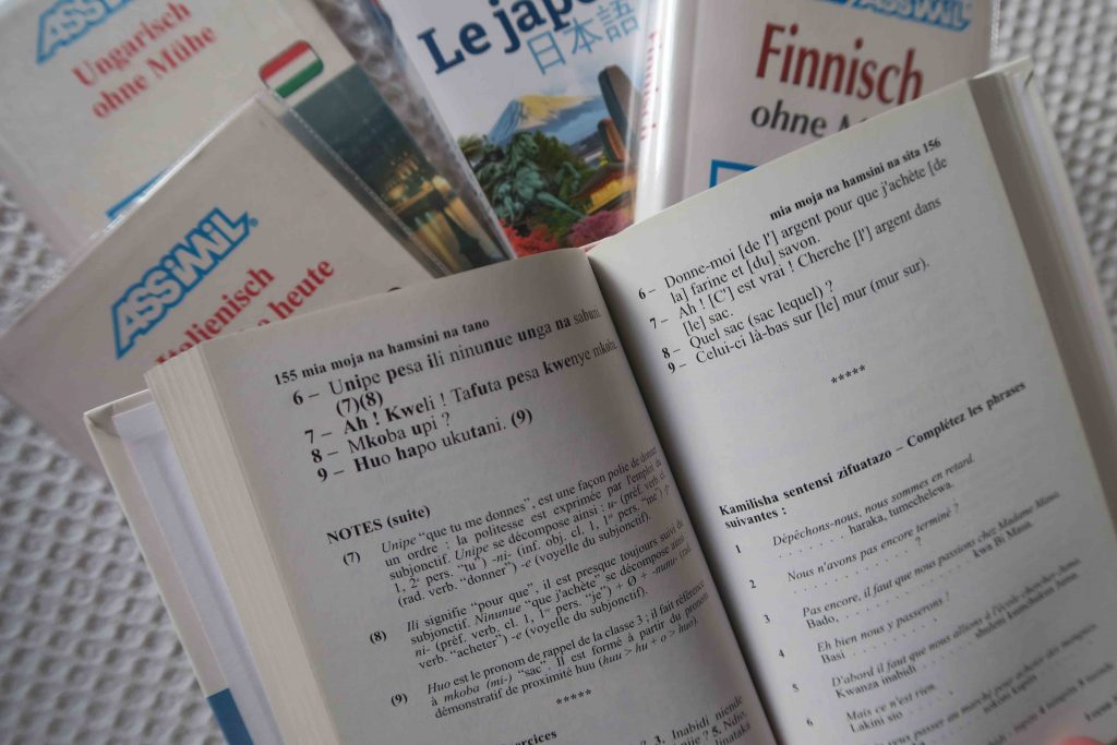 Assimil language books as an illustration of a dialogue based approach to course design
