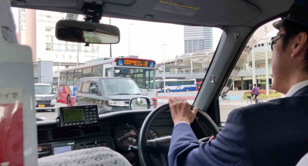 A Japanese learner's first visit to Japan. View from inside a taxi in Hiroshima