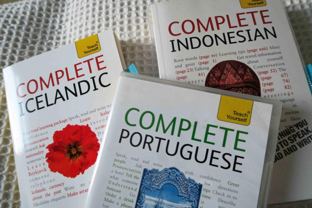 Teach Yourself Complete Icelandic, Teach Yourself Complete Indonesian and Teach Yourself Complete Portuguese as examples of language books blending instructional approaches