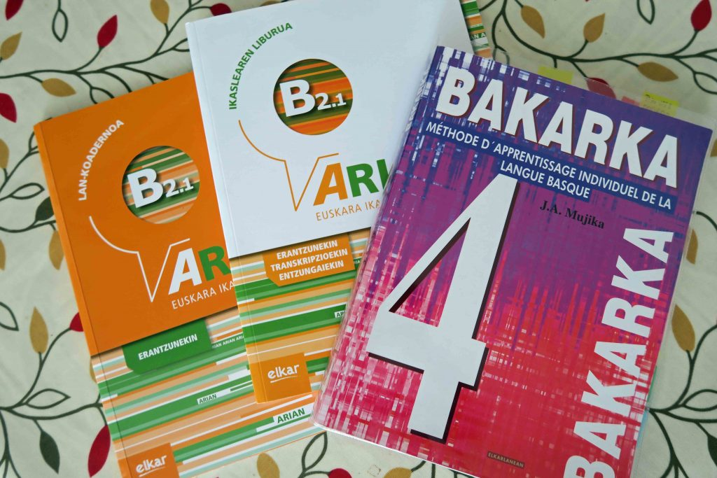 B2 upper intermediate Basque textbooks Arian B2.1 and Bakarka 4