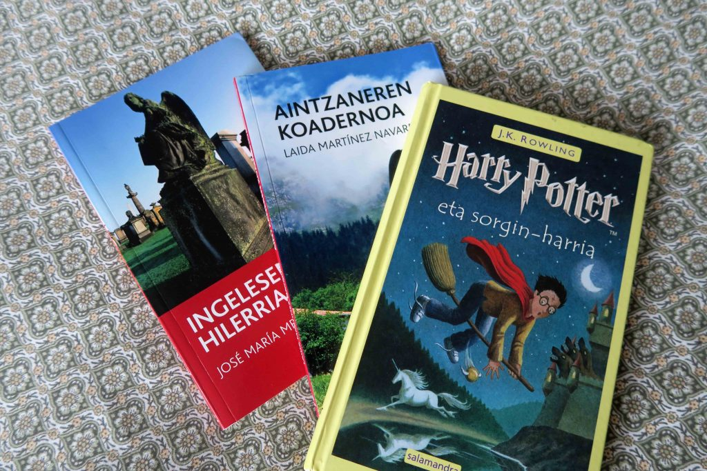 Harry Potter eta sorgin-harria Harry Potter in Basque